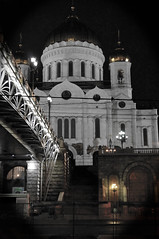 Ascending (Francoise100) Tags: composition atmosphere white moskau cupola architecture россия москва nuit nacht night stufen bridge escalier christthesaviour cathedral cathédrale orthodox streetlamp streetlights stairs moscow moscou russia russie russland