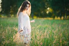 Agnieszka (Jakub Placzyński) Tags: field girl pola uroczysko łódź women beauty sensual sunset digital 85mm canon 5dmk2 85 18 dof bokeh moving walking sweather