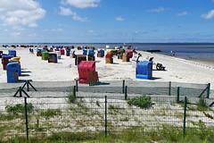 Strandkörbe hinterm Zaun - Basket chair behind the fence (antje whv) Tags: nesmersiel nordsee northsea norddeutschland northgermany wattenmeer basketchairs strandkörbe strand beach zaun fence