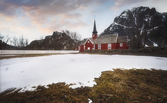 L'Eglise de Flakstad (jonathan le borgne) Tags: church kirke église chapelle red rouge snow winter hiver neige mountain montagne sky ciel clouds nuage sunrise light colors nature wood landscape trees garden new canon canon6d canon1635lusmi28ii flakstad lofoten norway norvège broken monagne