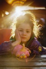 La damita del contraluz y los flares, en 35mm. (Adolfo Rozenfeld) Tags: kodakproimage100 negativo 35mm film hija daughter naturallight luznatural portrait retrato flares backlight sunset sun sol contaluz buenosaires argentina kid nena niña child