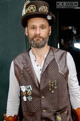 IMG_9327.jpg (Neil Keogh Photography) Tags: waistcoat goggles steampunk wgw shirt gold brown gloves goth male medals white feathers whitb leather whitbygothicweekend tophat black gothic man leatherwaistcoat whitbygothicweekendapril2017 cogs
