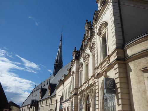 Hôtel-Dieu de Beaune and Caisse d'Epargne Beaune la Halle - Rue de l'Hôtel Dieu, Beaune