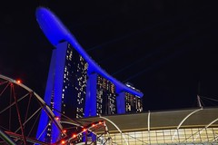 Marina Bay Sands (CHWVB) Tags: singapur marina bay sands night blue blau laser hotel asien singapore city langzeitbelichtung long exposure architektur architecture