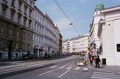 VIENNA (Bruce.Chiang) Tags: leicam6 leica m6 fujifilm kodak fujifilmxtra400 負片 negativefilm film 銀鹽 菲林 135底片 135film 徠卡 summaron 3528 35mm f28 維也納 奧地利 vienna wien austria honeymoon 奧捷 蜜月