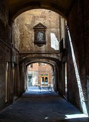 Calle / Street (López Pablo) Tags: siena tuscany italy urban street light nikon d90