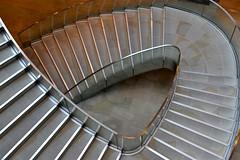 2017-04-23: Curve Down (psyxjaw) Tags: london londonist city cityoflondon onenewchange shopping centre stairs down basement
