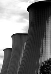 les trois grasses (pierre-vdm) Tags: berlin cheminée schornstein chimney noir schwarz black usine fabrik factory trois drei three