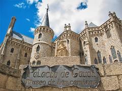 sam-1710 (Marta Wojewoda) Tags: spain caminofrances camino adventure travel palaciodegaudi castle astorga