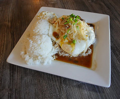 DKcLM (Symic) Tags: hawaii lahaina andréswilliamolsenrodriguez island paradise meat beef loco moco locomoco plate rice mac salad gravy onion green white sweet ball sticky short delicious food network
