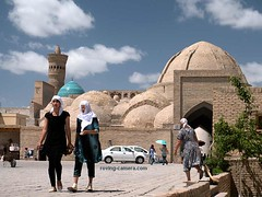 Street Scene #8 in Bukhara, Uzbekistan (deemixx) Tags: uzbekistan bukhara silkroad streetphotography