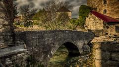 Et ron et ron, petit pata.. Pont ! (Fred&rique) Tags: lumixfz1000 photoshop raw hdr jura arbois pont rivière pierres eau architecture maisons patrimoine vin