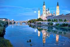 El Pilar y puente de Piedra con luna llena y reflejos en el río Ebro, Zaragoza. (eustoquio.molina) Tags: el pilar puente de piedra zaragoza río ebro luna llena full moon refrection reflejo