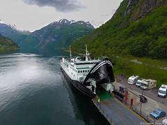 Veøy (sindre97) Tags: veøy geiranger fjord1 fjord mrf sea ocean mountain mountains geirangerfjord geirangerfjorden ferge ferry fahre norvegen norway norge noreg