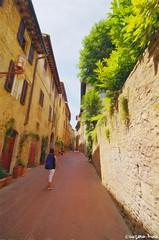San Gimignano (gusdiaz) Tags: canon canonphotography 1018mm italy italia tuscany toscana siena san gimignano walls town hills vacation summer beautiful amazing walled city murallas paredes trek caminata viaje trip adventure aventura fascinante