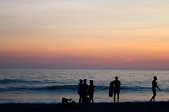 Praia de Ipanema (Johnny Photofucker) Tags: riodejaneiro rj ipanema praia beach spiaggia playa pôrdosol sunset silhueta silhouette contraluz backlighting mar sea mare 70200mm lightroom brasil brazil brasile tramonto