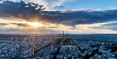 La Tour Eiffel depuis la tour Montparnasse (valecomte20) Tags: night urbanlandscape cityscape villelumiere cityoflight france panorama montparnassetower city eiffeltower sunset paris toureiffel d5500 nikon