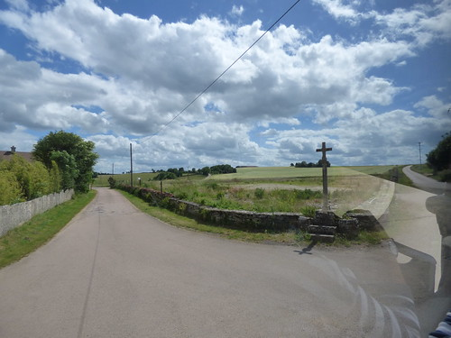 Sur la Recluse, Flavigny-sur-Ozerain - cross