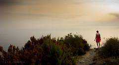 (iari fotografia - (Travèt)) Tags: land sea red dress sunset overhang psth