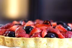 Frutos rojos... (luenreta) Tags: 7dwf crazytuesdaytheme appetizing postre fruta fruit dessert sweet cake pie redfruitcake