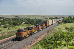 Curtis Hill Westbound (joemcmillan118) Tags: oklahoma quinlan bnsf containertrain curtishill