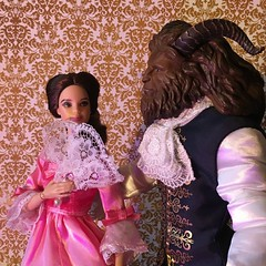 Elle me regarde, je le sens bien (MaxxieJames) Tags: belle beast beauty disney doll dolls mattel store barbie lumiere cogswoth mrs potts chip plumette clock teapot teacup candelabra feather duster