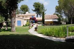Be(löning) efter lång bilfärd. Glad sommar! (annacajem) Tags: provence pond damm village villa hus rivieran frankrike france fs170625 fotosondag loning