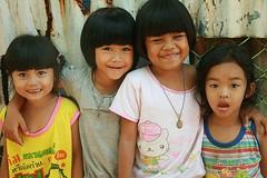cute girls (the foreign photographer - ฝรั่งถ่) Tags: four cute girls children khlong thanon portraits bangkhen bangkok thailand canon kiss