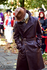 IMG_6094.jpg (Neil Keogh Photography) Tags: gibbons watchmen nwcosplayhalloweenmeet2016 rorschach belt alanmoore grass leather videogame gold brown dccomics jacket red leaves hat antihero mask green comics dave trees coat walterkovacs black park hero leatherjacket movie white