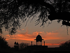 For just a moment.... (Lopamudra !) Tags: lopamudra lopamudrabarman lopa agra india up uttarpradesh twilight sunset sundown nightfall dusk evening architecture ancient structure building history historical moghul mughal taj tajmahal islam islamic mosque memorial colour color colours colourful tree trees silhouette sky skyscape clouds cloud