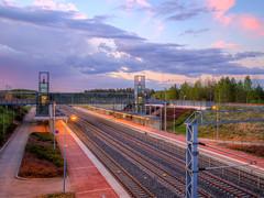 Auringonlasku 23.5.2017 (MikeAncient) Tags: mäntsälä finland auringonlasku sunset pilvet pilvi cloud clouds geotagged purple violetti railway rautatie rautatieasema asema railwaystation