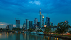 Skyline - Frankfurt, Germany (domarffm) Tags: frankfurt skyline main fluss river water wasser brücke bridge city stadt frankfurtammain blauestunde bluehour architektur architecture gebäude buildings stadtfrankfurtammain altebrücke helaba commerzbank winx tower boote boats deutschland germany hessen hochhaus skyscraper langzeitbelichtung longexposure sky blau blue nacht abend night evening reflektion reflection canon eos 5dmarkiii canoneos5dmarkiii l llense lichter lights 35mm ufer riverside wolken clouds mainkai eiserner steg eisenersteg altstadt maintower bankenviertel deutschebank ubs