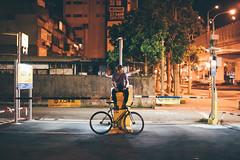 (Wen Cheng Liu (Busy)) Tags: fixedgear 單速車 固定齒 場地車 台北 晚 夜晚 portrait 人像 腳踏車