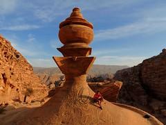 Yo_cima_El_monasterio (ruben25x12) Tags: petra jordania jordan wadirum desierto desert tesoro treasure siq nabateos nabatean sinai mtsinai mount monte egypt egipto santcatherine santacatalina zarza mandamientos kotor montenegro dubrovnik fiordo