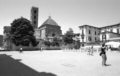 Church in Lucca (tolerdus) Tags: canon eos5 kodak trx 400 28mm