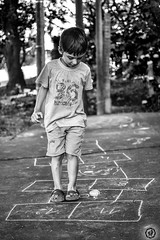 Rayuela (Andres710) Tags: hopscotch niño boy child juegos play playing