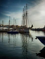 Reflejos en el puerto (candi...) Tags: barcos velero puerto mar ametllademar cielo pueblo airelibre agua sonya77 nautico