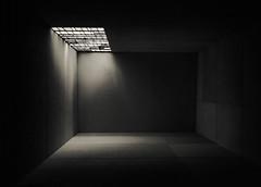 ... Schrödinger's nightmare ... (Lanpernas 3.0) Tags: expresionista schrödinger pesadilla caja box celda recreación moneo arquitectura architecture percepción engaño