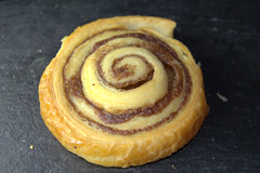 Cinnamon Swirl (Tony Worrall) Tags: add tag ©2017tonyworrall images photos photograff things uk england food foodie grub eat eaten taste tasty cook cooked iatethis foodporn foodpictures picturesoffood dish dishes menu plate plated made ingrediants nice flavour foodophile x yummy make tasted meal cinnamonswirl cinnamon swirl pastry