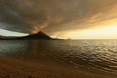 Sunset at Flic en Flac - Mauritius (lotusblancphotography) Tags: mauritius landscape paysage sunset coucherdesoleil mer sea clouds nuages