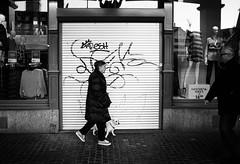 graffiti (gato-gato-gato) Tags: ilford leica leicam6 leicasummiluxm35mmf14 m6 messsucher schweiz strasse street streetphotographer streetphotography streettogs suisse svizzera switzerland wetzlar zueri zuerich zurigo analog analogphotography believeinfilm black classic film filmisnotdead filmphotography flickr gatogatogato gatogatogatoch homedeveloped manual rangefinder streetphoto streetpic tobiasgaulkech white wwwgatogatogatoch leicasummilux35mmf14asph aspherical summilux 35mm zürich ch leicamp mp manualfocus manuellerfokus manualmode schwarz weiss bw blanco negro monochrom monochrome blanc noir strase onthestreets mensch person human pedestrian fussgänger fusgänger passant sviss zwitserland isviçre zurich