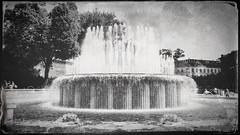 (Suite116) Tags: milano piazzacastello fontana milan castellosforzesco water hipstamatic lomo lomography drops