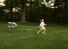 172| 365 (trois petits oiseaux) Tags: 8 balloon infinity childhood kids motion run blur