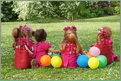 Kindergartenkinder ... Knallbunt ... Kugelrund ... KKK ... das ist unsere schönste Seite ... (Kindergartenkinder) Tags: grugapark essen kindergartenkinder blüte garten blume park frühling annette himstedt dolls tivi milina margie annemoni sanrike kind personen