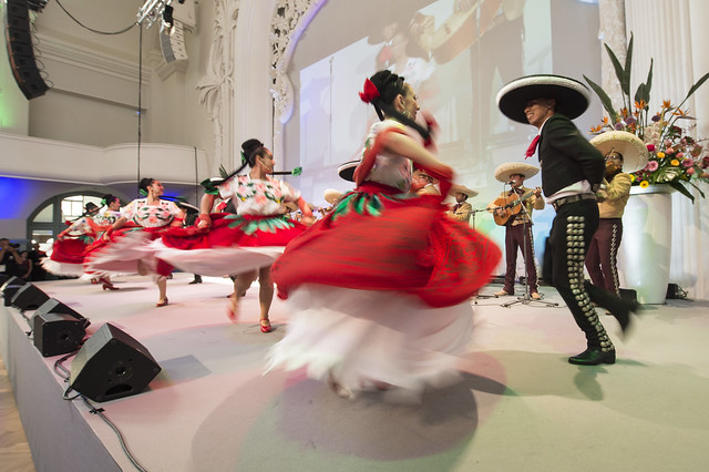 Mexican dancers opening the reception