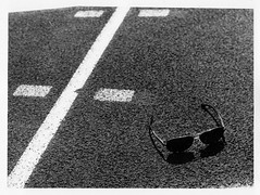 Kentmere 400 ISO (sámoT) Tags: iso 400 kentmere pentax slr film white black shadow shade sunglasses runningtrack track bristol