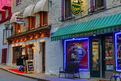 Rue des Jardins, Québec (BLEUnord) Tags: rue street québec quebeccity épicerie resto restaurant vieuxquébec oldquebec old quebec soir evening