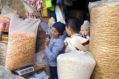 Baby and sweetnesses...Peru (geolis06) Tags: olis06 pérou peru 2016 amériquedusud southamerica huancayo portrait indien indian em5olympus olympusm1240mmf28 marché market mercado bébé baby mother child