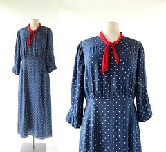 1920s Années Folles polka dot dress (Small Earth Vintage) Tags: smallearthvintage vintagefashion vintageclothing dress 1920s 20s navyblue white polkadot swissdot daydress