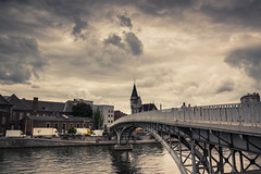 Cinema Sky / Un ciel de cinéma... (Gilderic Photography) Tags: liege meuse belgium belgique belgie slky ciel clouds nuages city architecture bridge passerelle canon 500d gilderic